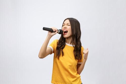 jugar al karaoke el Día de la Madre
