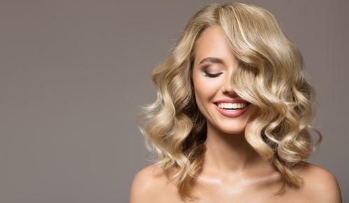 cómo rizar el pelo con una plancha