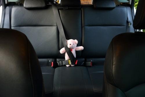 asiento más seguro para colocar la silla de bebé en el coche
